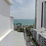 Jomtien Palm Beach Hotel & Resort Photo
