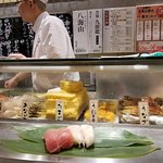 Foto de Tachigui Sushi Uogashi Nihonichi Shibuya Center