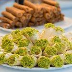 la cerise sur le chameau pâtisserie fine orientale, restauration et plat à emporter, salon de th