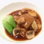 Braised bean curd sheets with mushrooms in abalone jus