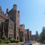 Queens' University