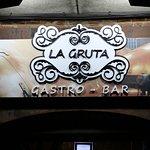 La Gruta es un restaurante con decoración única, un lugar de encuentro gastronómico