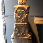 statue stele