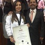 Recibiendo un Reconocimiento como Chef Honorífico de la Escuela  L'escoffier. Por nuestra contri