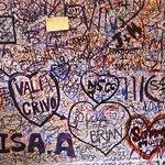 Graffiti at the entrance to Casa di Giulietta