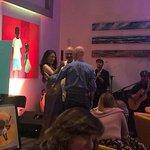 Noche cubana en Gabanna. Excelente velada con el pintor Adrián Gómez