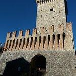 Torre e mura merlate