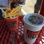 Фотография Geno's Steaks