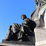 صورة فوتوغرافية لـ The O'Connell Monument