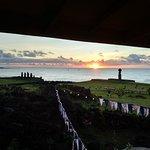 Foto de Te Moai Sunset