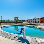 Motel 6 Cartersville-White
