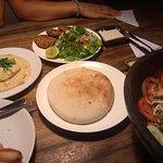 Hummus y falafel.