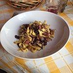1/2 porzione di tagliatelle con pancetta radicchio rosso e noci