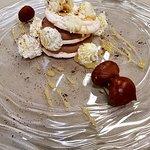 Meringa con crema di castagne caramello e polvere di caffè