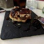 Tosta de Rulo de cabra con cebolla caramelizada