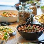 Des buffets généreux préparés avec de bons et beaux produits de saison issus de circuits courts
