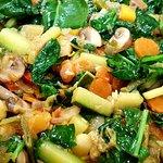 ♧ 13 verdures són les que porta el nostre 'Arròs amb Verdures'... vens a contar-les? Fet amb Arr