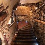 Escalera que va hacia el subsuelo