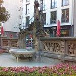 Billede af Heinzelmaennchenbrunnen