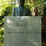 ภาพถ่ายของ Nitobe Inazo Statue