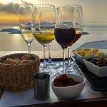 The 6-flight wine tasting at Santo Wines