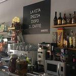 interior del Bar de Max. copas, cafe, almuerzos, desayunos, raciones