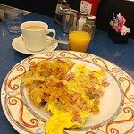 Omelette & Hash at Skylight Diner - Midtown N.Y. (19/Oct/18).
