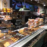 Una enorme cantidad y calidad de bollería y panadería