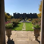 Photo de Gardens & Grounds of Herstmonceux Castle