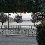 Vista dall'ingresso del lago e Rocca di Angera