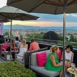 Photo de MET Rooftop Lounge