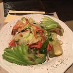 Салат авокадо с креветками. Невкусно