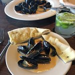 Steamed muscles with white wine cream sauce
