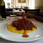 risotto allo zafferano con ossobuco, nel solco dela classica cucina milanese