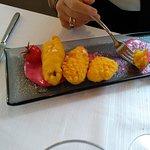 Gamberoni e fiori di zucca in pastella con salsa di barbabietola maionese e whisky torbato