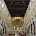 la navata centrale con l'altare
