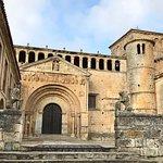 Foto van Collegiate Church of Santillana del Mar