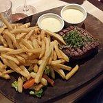 250 gram Rib House steak m. pommes frites og bernaise