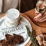 Да, мы очень любим сыр и вино)