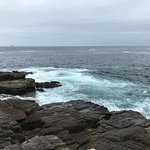 pedras na beira mar