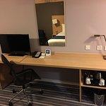 Holiday Inn Express Manchester Airport Photo