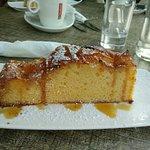 Warme appeltaart die meer cake is