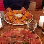 pizza Gisèle en premier plan et pizza Simone en fond