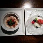 tiramisú y sorbetes, tres sabores: postre del menú degustación.