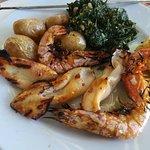 Espetada de lulas e camarão