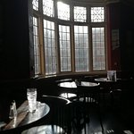 The Oval Bar Foto