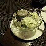 Gelato ai semi di sesamo nero e tè verde.