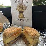 Photo de The Model Bakery