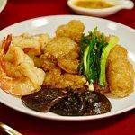 กระเพาะปลาผัดกุ้ง Stir fried fish maw with prawns
