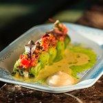 Авокадо ролл с крабом и миро соусом